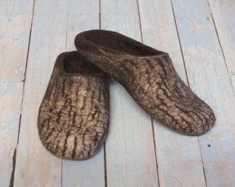 Women's wool slippers Men's indoor clogs Felted house shoes Gift mom or dad Wool brown white with stripes Warm slippers for home Family gift