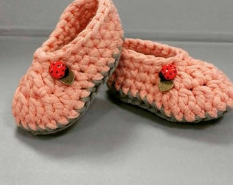 Crochet Baby Shoes with Ladybird