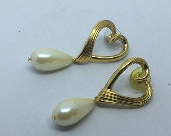 Vintage Faux Pearl Tear Drop Gold Tone Earrings