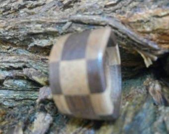Checkered pattern ring