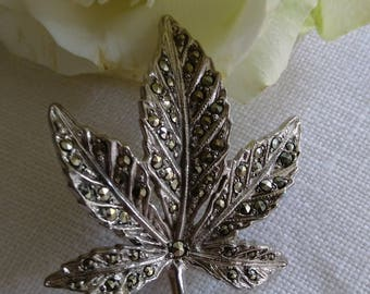 Beautiful Sparkly Vintage Silver Tone Marcasite Leaf Brooch - Boxed