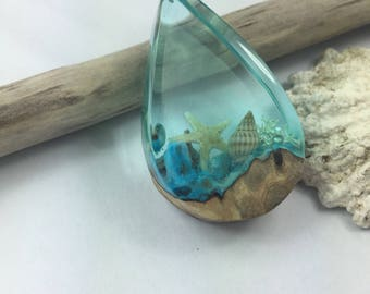 Wood resin necklace /Stilvolle besondere Harz Holz Halskette /kleines Riff /Nachts leuchtend / Necklace glow in the dark/wood resin necklace