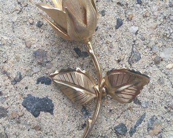 Vintage 60's Giovanni signed Rose Brooch in gold tone metal.