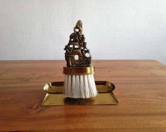 vacuuming, shovel and Crumb ELPEC England - ship, boat, Sailboat, nautical decor - brass