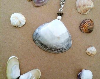 Pendant shell grey