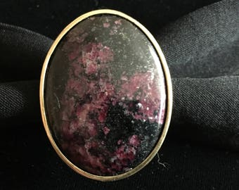 Stunning brass designer ring with eudialyte