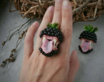 Toothy blackberry ring