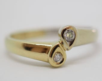 Beautiful yellow gold ring with two brilliant 14 K
