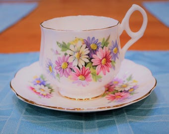 Bone China Teacup and Saucer made in England, Daisy Pattern