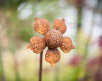 Rusty Flower Plant Stake