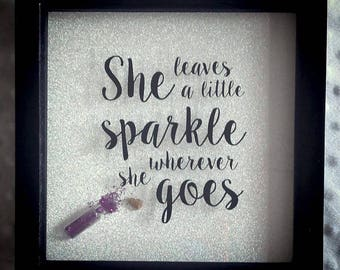 She leave a little sparkle frame