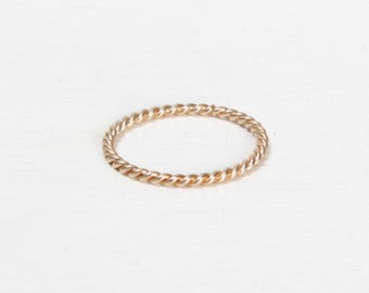 SANLU RING - Thin and twisted ring, gold-plated