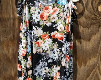 Size:S, Womens floral cold shoulder tunic top.