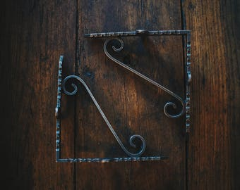 Pair of Rustic Simple Scroll Style Shelf Brackets/Cistern (Different Sizes)