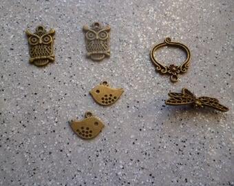 Lot de 5 breloques chouettes, oiseaux , papillon en métal bronze, accessoires bijoux