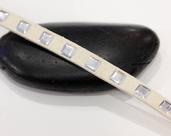 Square 6 mm off white studded suede cord