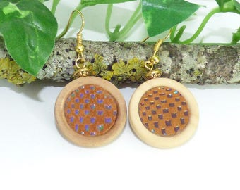 Elegant round earrings made of wood and leather