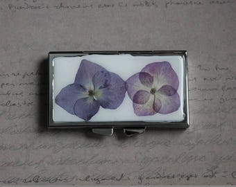 Pill box or small box rectangle 3 compartments covered with resin and dried hydrangea flowers