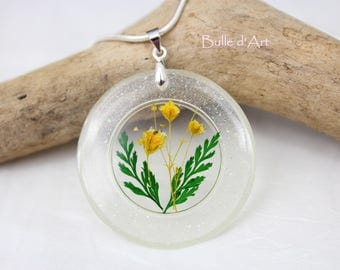 Resin pendant necklace * yellow flower *.