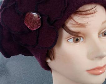 Woolen beret boiled Burgundy and boiled wool flower tone on tone adorned with a Pearl button.