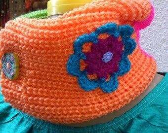 Cowl with bright colors