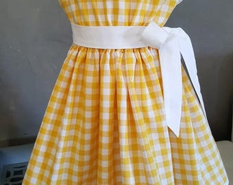 GIRL Peter Pan collar dress. HAND MADE. Very trendy.