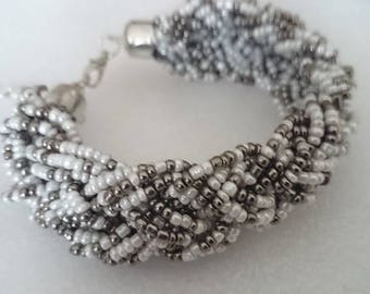 Bracelet with braided seed beads and its metal clip