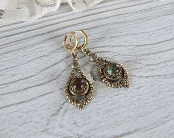 Vintage and ornemantales with stone color - changing mood stone earrings