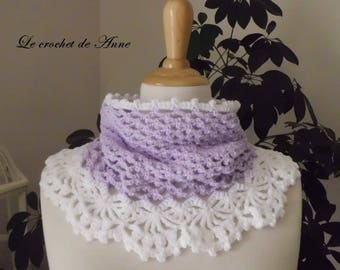 Choker / snood adorned with a lace border, white lilac!