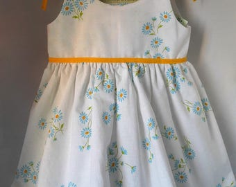 dress has nouilletttes flowers blue yellow edging