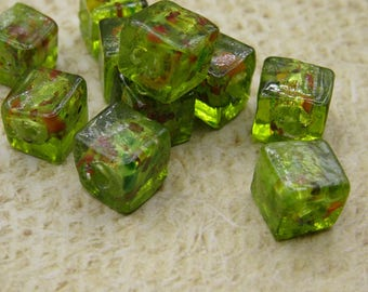 10 beads in bright green glass square silver handcrafted 8mm