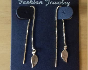 Chain and leaf earring