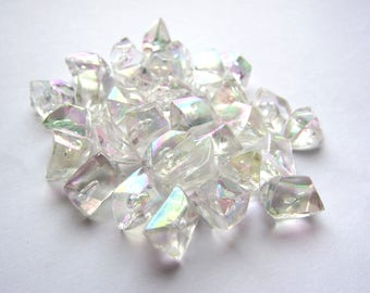 Lot de 32 cristaux transparents irisés de plastique avec bulles d'air