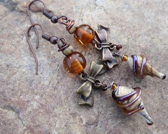 Simple poetic design amber and ecru - Lampwork Glass Beads