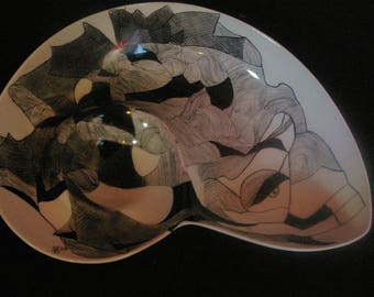 Hand painted porcelain art deco black and white flat shell