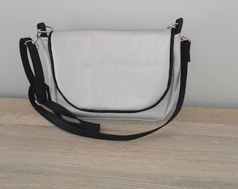 Purse with interchangeable flap and handle