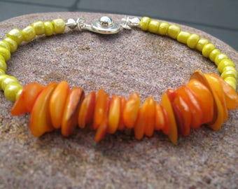 Chips of mother-of-Pearl orange and yellow seed Bead Bracelet