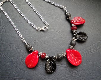 Necklace red and black leaves