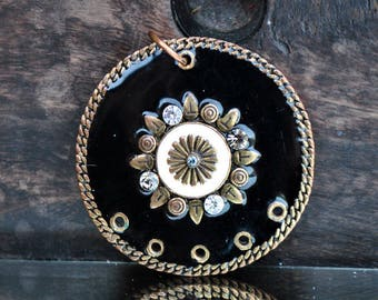 Great spacer pendant 5 holes enameled black and gold