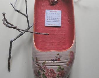 Shoe hanging wooden calendar 2016