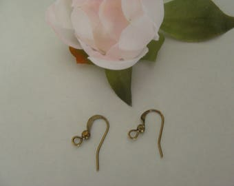 Earring hook with small Pearl