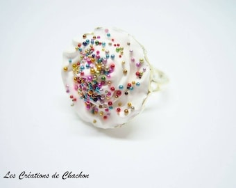 Multicolored freshwater pearls and chantilly display ring