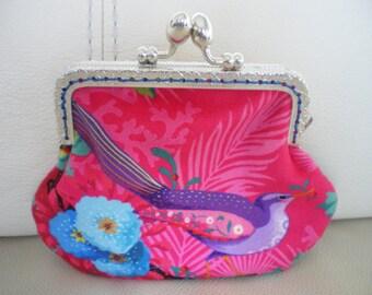 closing the former velvet purse