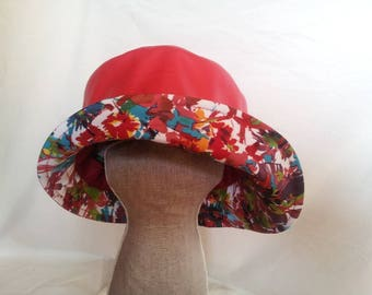 Pistachio red curved rain hat