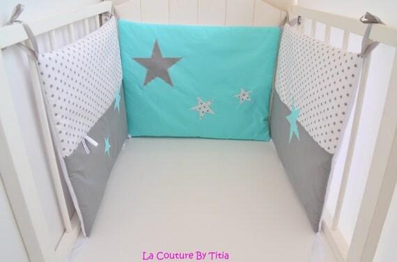 tour de lit fait main etoiles gris blanc et vert. Black Bedroom Furniture Sets. Home Design Ideas