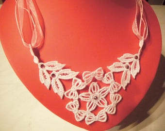 White lace for ceremony (1) necklace
