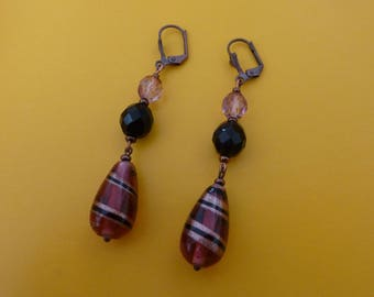 Lobe earrings. Feel like pomegranate.