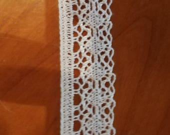 60% cotton, white lace, 9.5 m long, 2.5 cm wide,