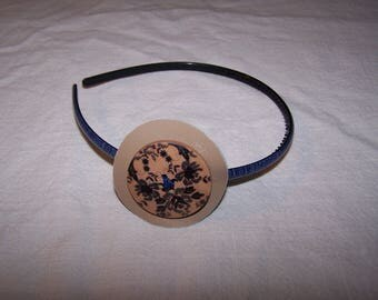 Headband decorated with leather accessory