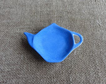 Is handpainted in blue white porcelain teacup.